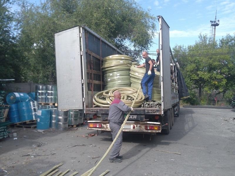 Композитная арматура стеклопласт может быть представлена как в бухтах требуемой длины (стандарт 50м), так и в нарезанных прутках или в виде композитной кладочной сетки!