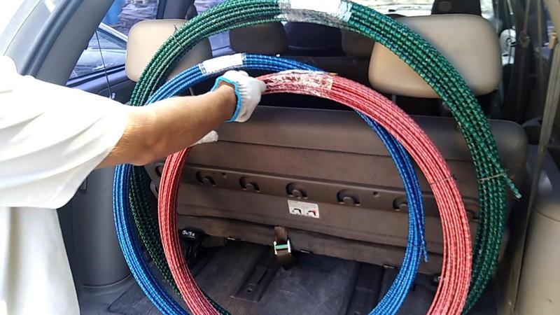 В багажнике легковушки можно с легкостью перевезти значительно больше 150 метров стеклопластиковой арматуры!
