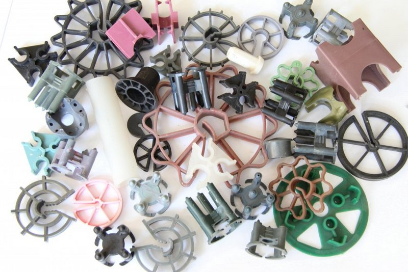 Большой ассортимент пластиковых фиксаторов для арматуры
