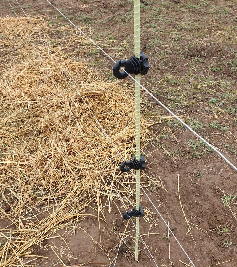 Крепление электрической линии на стеклопластиковую арматуру для установки Электропастух