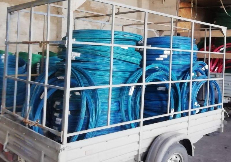Перевозка большого количества стеклопластиковой арматуры в прицепе