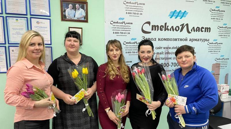 Женский коллектив завода СтеклоПласт принимает поздравления с 8 марта!