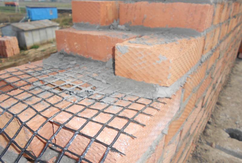 Армирование кирпичной кладки базальтовой сеткой