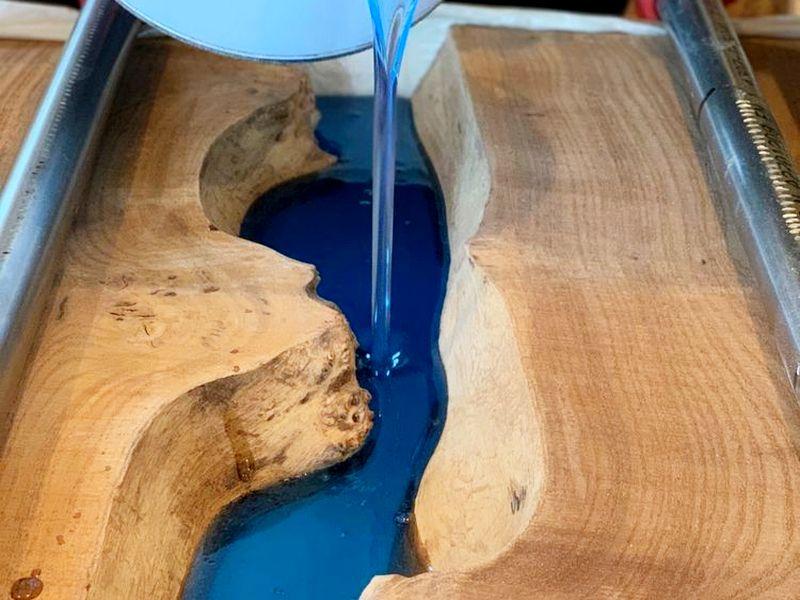 Декоративные изделия из древесины и эпоксидной смолы