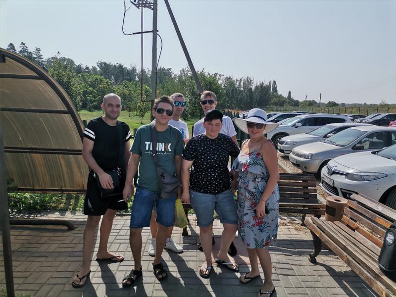 Сотрудники завода композитной арматуры СтеклоПласт отмечают день строителя на турбазе!
