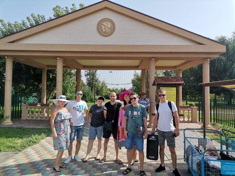 Команда завода СтеклоПласт отмечает день строителя на турбазе
